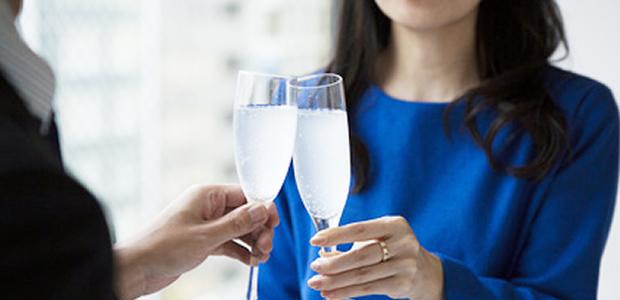 【婚活パーティでタイプの彼を見つけた!】会話を盛り上げるための上手な質問の方法は?