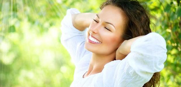 """明るい表情に見える""""スマイルの4ステップ""""!いつでも笑顔の印象を身につけよう♪"""