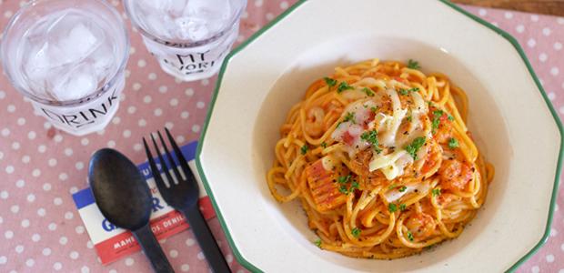 おうちデートの恋活レシピ フライパンひとつで簡単「シーフードトマトパスタ」