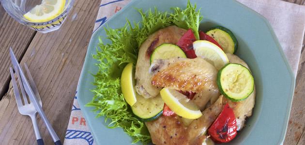 ダイエット中の彼に! 油を使わない「鶏手羽先と夏野菜のグリル」レシピ