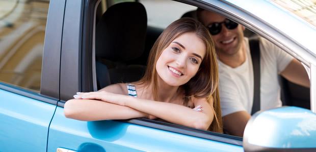 彼の「好きな車の色」からわかる! 性格のタイプと効果的な告白方法