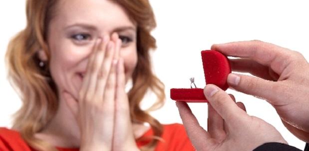 公開プロポーズってダメなの?「サプライズ」の心理学的4つのデメリット