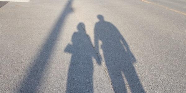カップルの関係性は「立ち位置」でわかる?知っておきたいパートナーとの相性とは